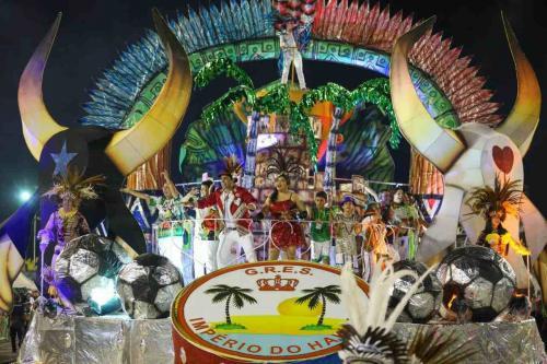 Homenagens, muita cor e alegria marcaram o desfile do Grupo de Acesso A de Manaus