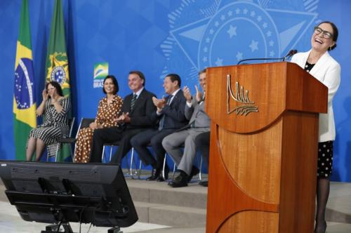 Regina Duarte vai priorizar diálogo como secretária Especial da Cultura
