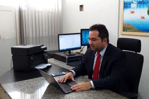 Para combater coronavírus juiz fecha casa de show e aplica multa de R$ 1 milhão de reais