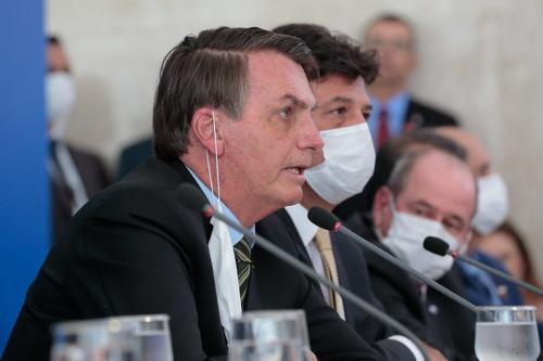Presidente Bolsonado assina MP e autoriza suspensão do contrato de trabalho por até quatro meses