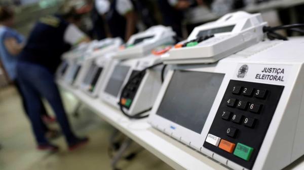 Prefeitos defendem adiamento de eleições e votação única