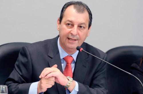Senador Omar Aziz propõe empréstimo de até R$ 270 milhões para microempresas que não demitir na época do coronavírus