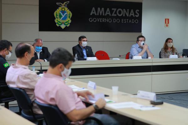 Governo do Amazonas estende restrições até 31 de maio, obriga uso de máscara e multa a quem descumprir decreto