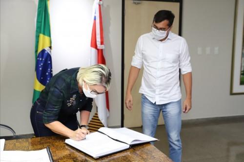 Governador Wilson Lima empossa nova secretária de Assistência Social