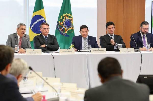 "Bolsonaro acusado prefeito de Manaus de ser ""vagabundo"" e cita pai de Arthu Neto"