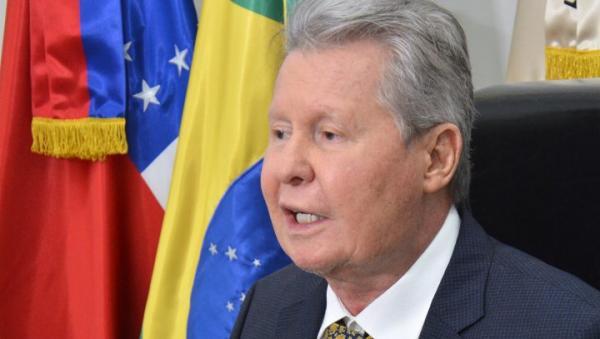 Bolsonaro é um incapaz e incompetente, diz Arthur Neto ao defender a memória do pai