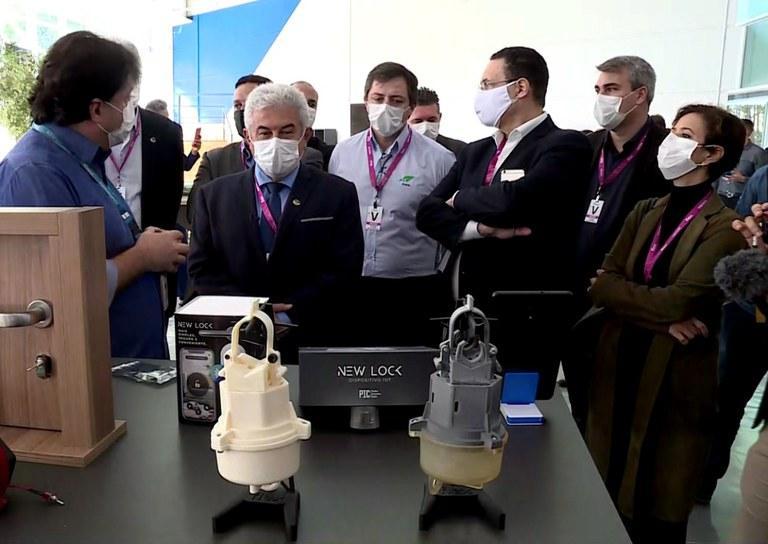 Ministro Marcos Pontes conhece empresa brasileira responsável pela fabricação de respiradores