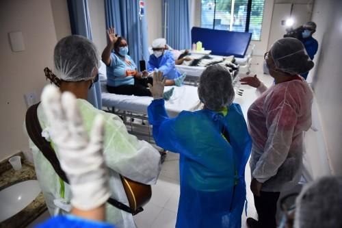 Hospital de Combate à Covid-19 amplia serviço psicossocial e inaugura atendimento 'beira leito' para pacientes