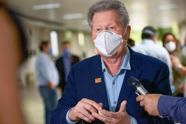 Prefeito Arthur pede cautela na reabertura do comércio em Manaus