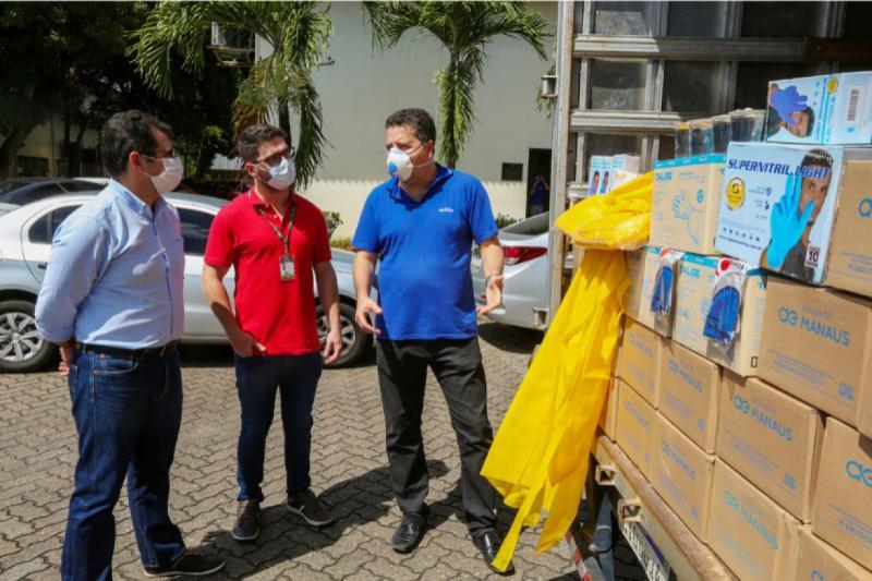 Governo do Amazonas recebe doação de 21 mil itens de EPIs e 12 mil copos de água da Águas de Manaus