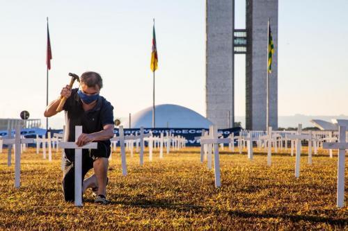Brasil 57.622 mortes de coronavírus, sendo 1.344.143 casos positivos e 733.848 pessoas curadas