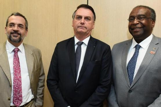 O falso Ministro da Educação no Brasil