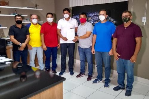 Prefeito Bi Garcia sanciona lei que garante instalação de leitos de UTI em Parintins
