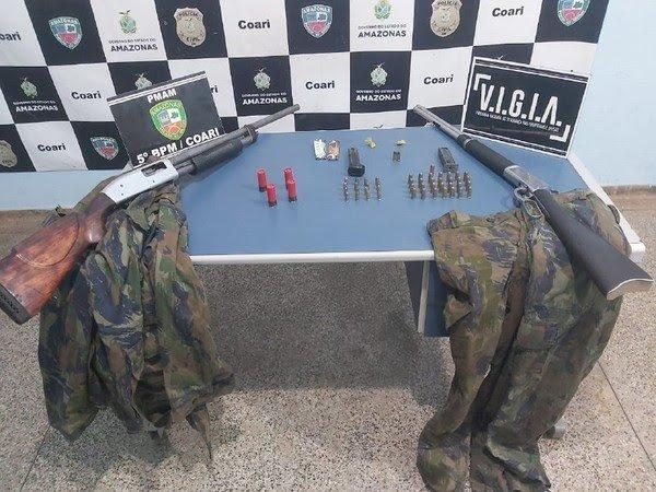 Armas e bote usados em crimes de pirataria de rio são apreendidos durante operação no AM