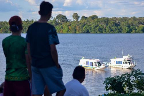 Prefeitura de Parintins beneficia mais de 20 comunidades rurais com duas novas ambulanchas