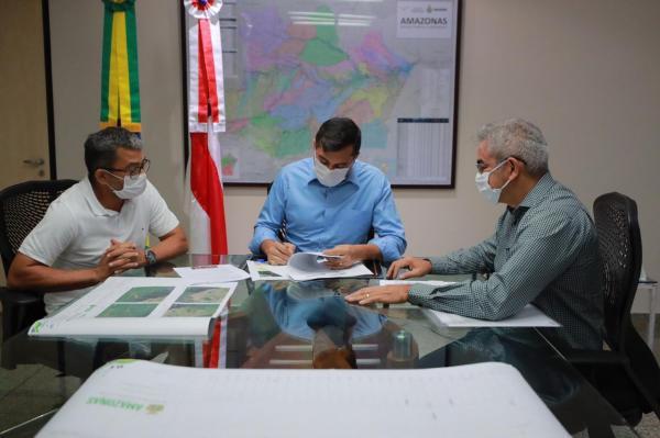 Wilson Lima assina ordem de serviço para recuperação do ramal Santa Maria em Iranduba