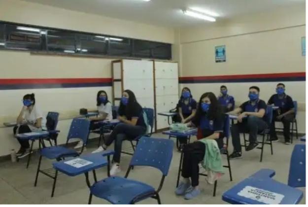 Mais de 100 mil alunos da rede pública de Manaus voltam às aulas nesta segunda