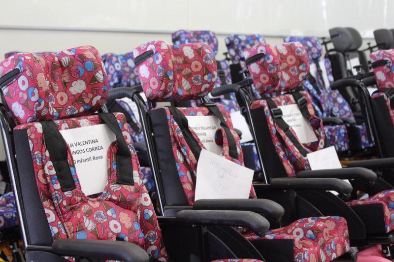 No Dia Nacional de Luta da Pessoa com Deficiência, Sejusc entrega 30 cadeiras de rodas