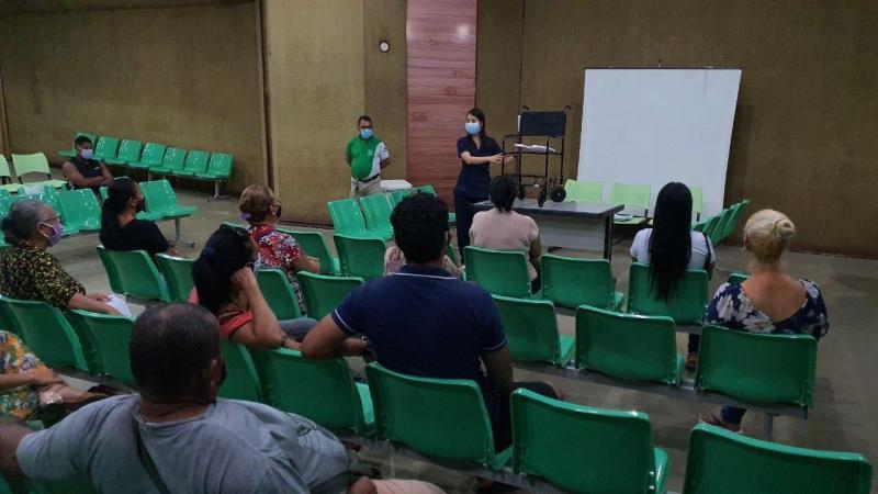 Centro de Reabilitação da Policlínica Codajás entrega cadeiras de banho para pacientes
