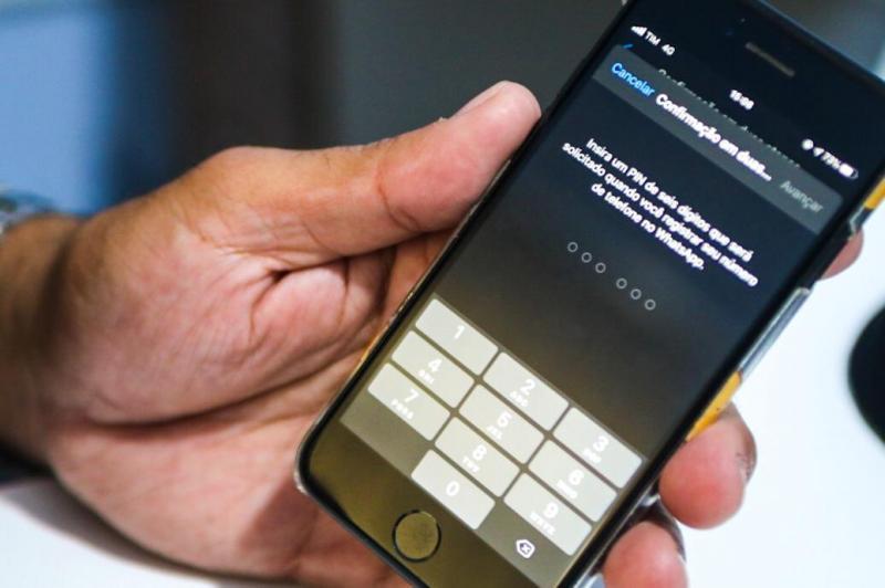 B.Os por invasão de celulares aumentam e acendem alerta para exposição na internet