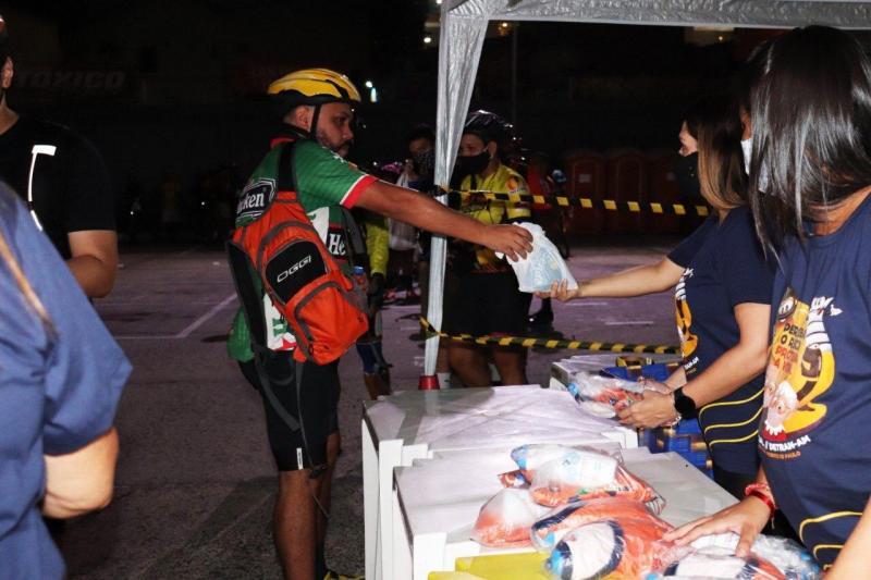 Detran-AM encerra campanha solidária com pedalada e arrecada mais de 1,5 tonelada em doações