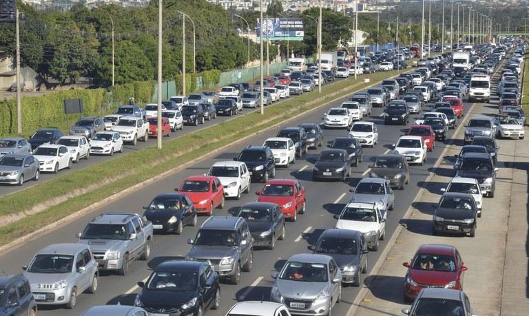 Carteira Digital de Trânsito permite pagamento antecipado de multas com desconto de até 40%