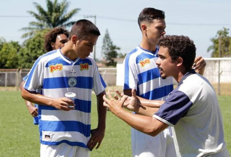 Técnico aos 22, João Daniel encara pai presidente e desafio de comandar Matonense na última divisão de SP