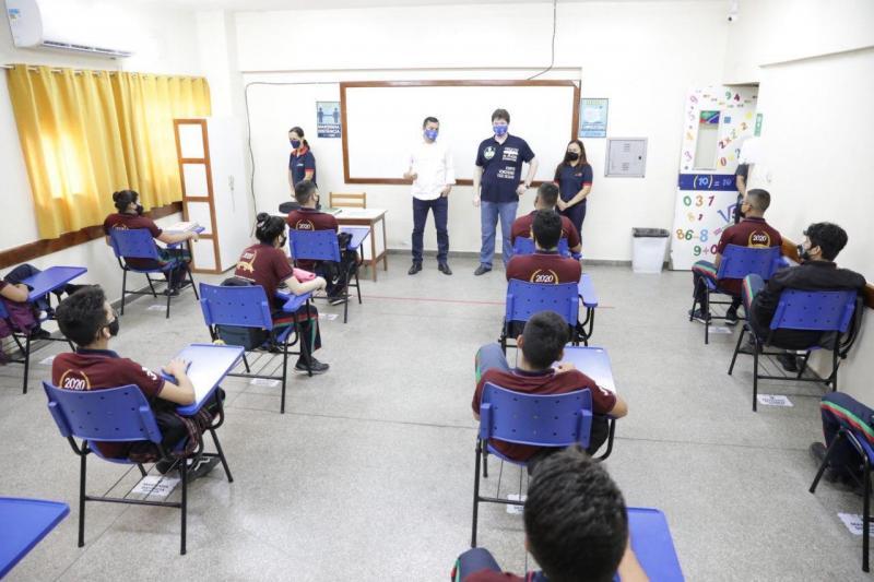 Wilson Lima vistoria escola da zona norte de Manaus que retomou aulas presenciais do Ensino Fundamental