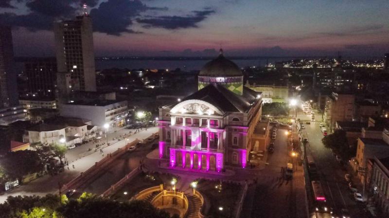 Governo do Estado ilumina Teatro Amazonas em lançamento do Outubro Rosa 2020