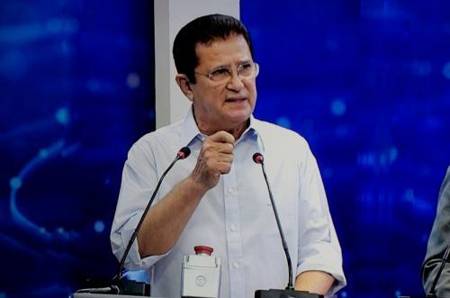 No primeiro debate na TV, Alfredo destaca realizações em dois mandatos como prefeito e reafirma compromisso com o desenvolvimento de Manaus