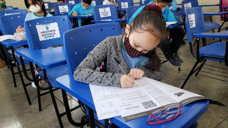 Em Manaus, estudantes do Ensino Fundamental da rede estadual passam por avaliação de aprendizagem