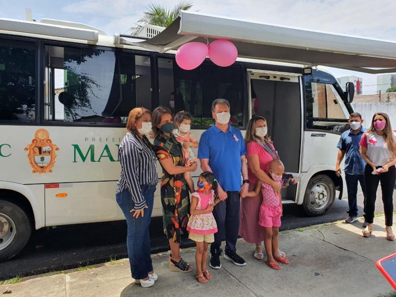 Prefeito Arthur  entrega unidade móvel que levará socorro e empoderamento a mulheres em situação de vulnerabilidade