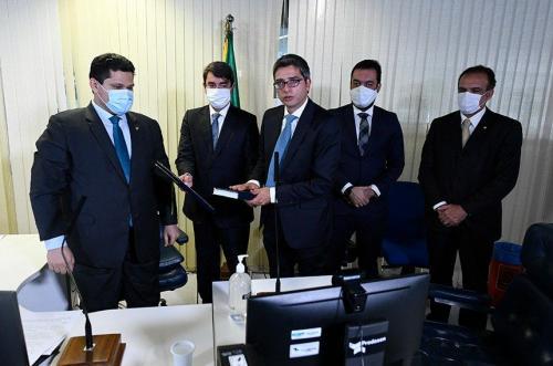 Suplente de Arolde de Oliveira, Carlos Portinho toma posse no senado