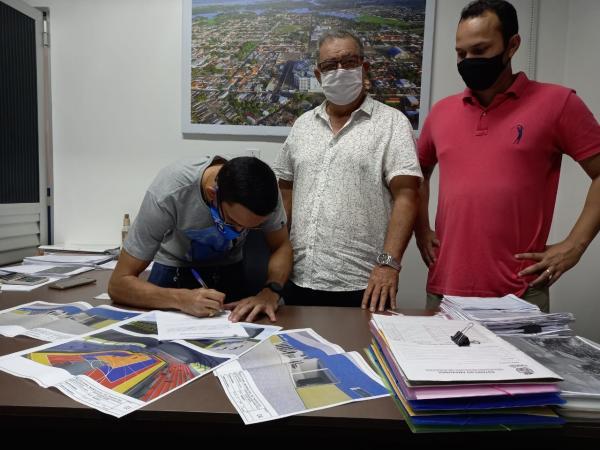 Mini Vila Olímpica: Prefeitura de Parintins assina Ordem de Serviço para construção de ginásio