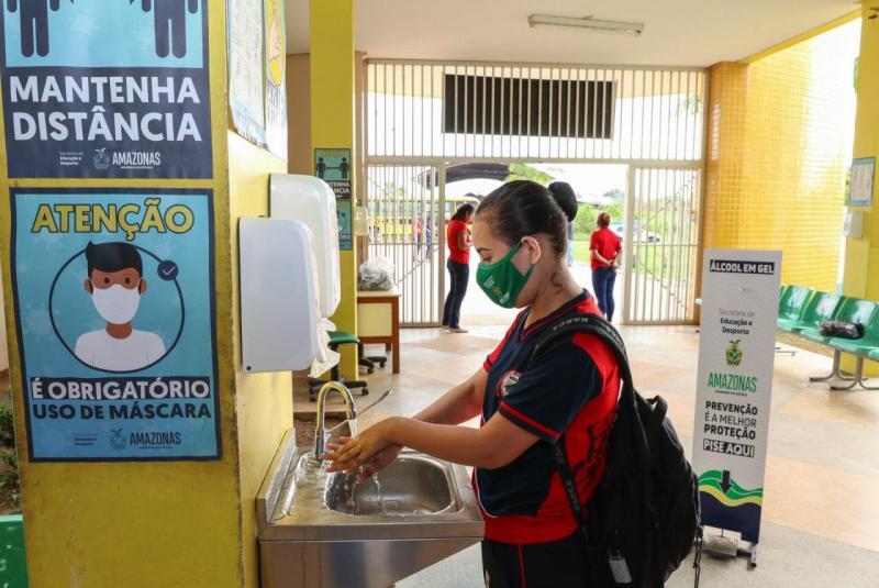 Governo do Amazonas retoma aulas presenciais para 50 mil alunos da Região Metropolitana de Manaus