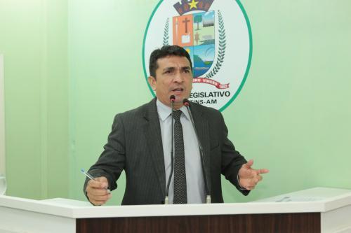 Vagas na Câmara de 11 para 13 em Parintins é questionada pelo vereador Beto Farias   VEJA