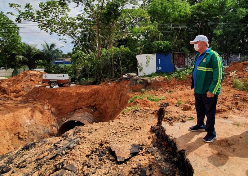 Prefeito pede compreensão e estima fim dos trabalhos em 20 dias na avenida Mário Ypiranga