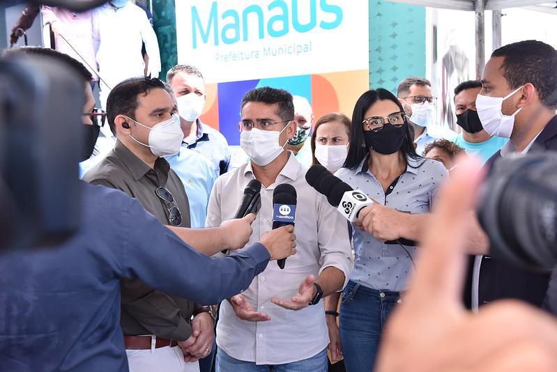 Prefeito David Almeida entrega UBSs Móveis para enfrentamento à Covid-19 em Manaus