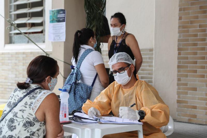 Familiares de pacientes internados no Hospital 28 de Agosto recebem atendimento psicossocial do Governo do Amazonas