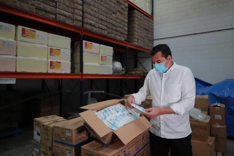Wilson Lima inspeciona lotes de seringas para vacinação contra Covid-19 no estado