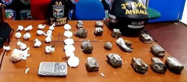 Dupla é presa pela polícia por ligação com tráfico de drogas em Anamã