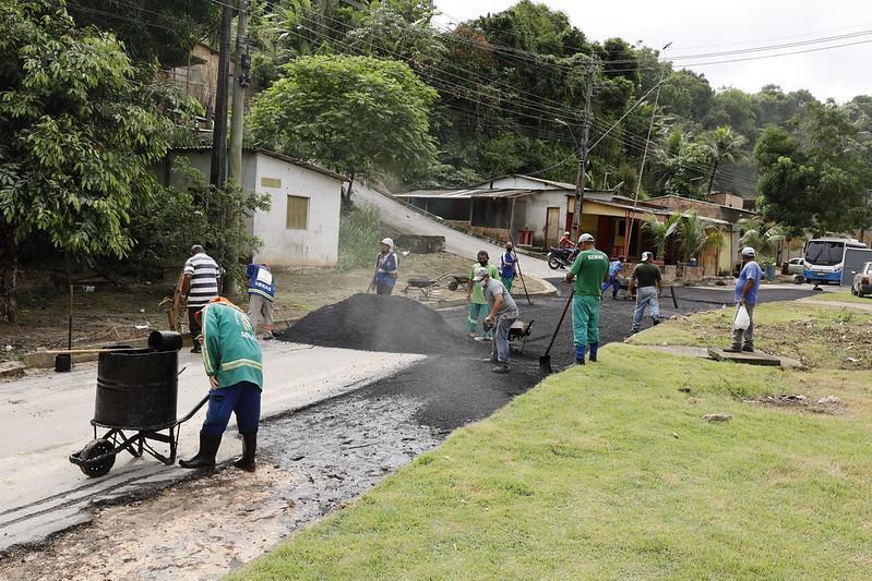 Colônia Antônio Aleixo recebe mutirão de tapa-buracos e limpeza