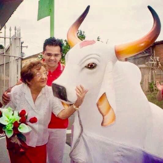 Maria Angela Faria 98 anos, Seu Penteado, a Lona Azul e o Garantido