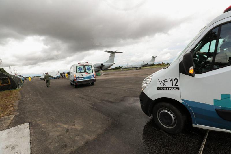 Governo do Amazonas realiza transferência de 15 pacientes para Goiás