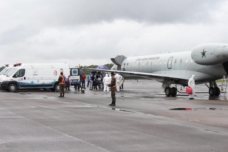 Governo do Amazonas transfere 18 pacientes com Covid-19 para o Espírito Santo