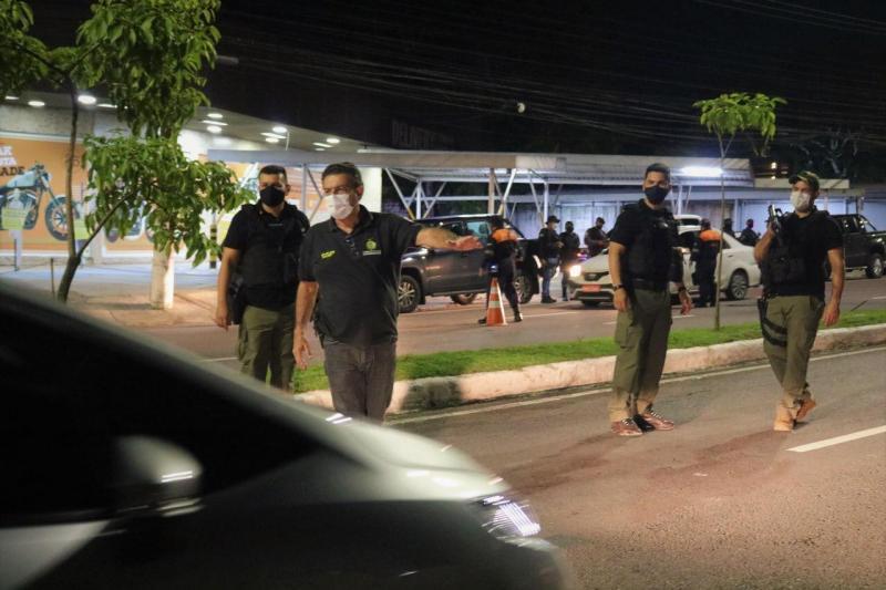 Em Manaus, 71 pessoas são detidas e 17 veículos apreendidos na oitava noite da 'Operação pela Vida'