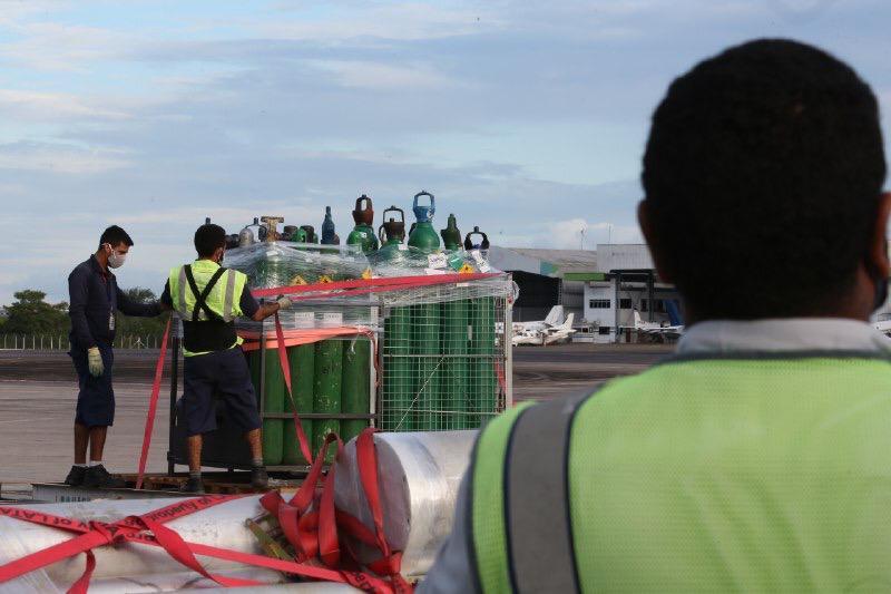 Amazonas recebe mais de 490 cilindros de oxigênio doados pelo Ministério da Saúde e empresas privadas