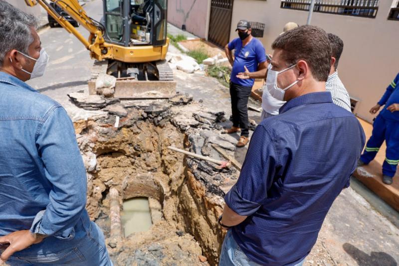 Prefeitura de Manaus faz drenagem de águas pluviais no conjunto Eldorado