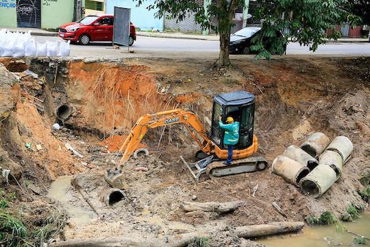 Prefeito David e o vice Rotta fiscalizam obras emergenciais