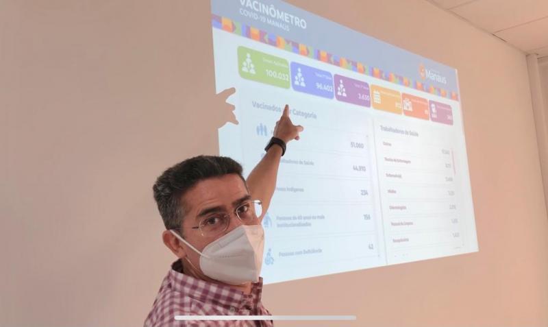 Prefeito David Almeida comemora marca de 100 mil doses de vacina contra a Covid-19 aplicadas em Manaus